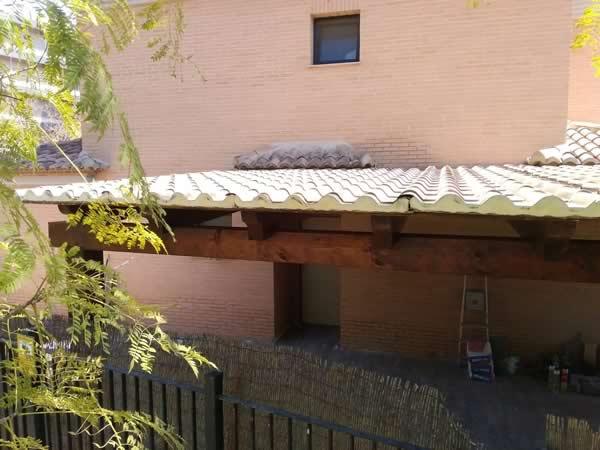 Porche de Madera con cubierta