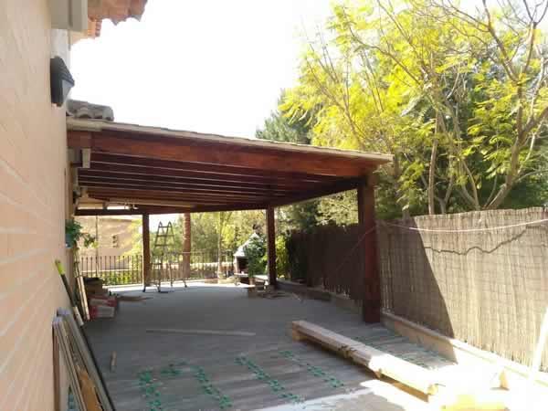 Porche de madera y panel s ndwich teja panelval - Construccion de porche de madera ...