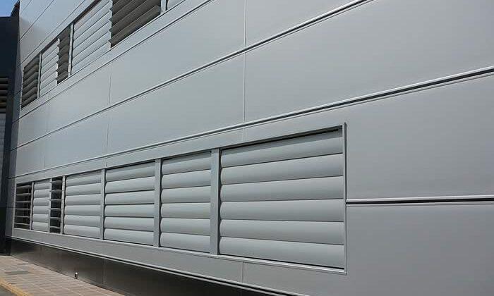 fachada con panel sandwich